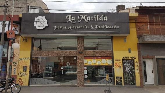 Excelente Local Zona Castelar Centro