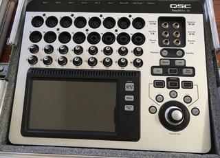 Consola Digital Qsc Touchmix-16 Como Nueva!!! ( Con Anvil )