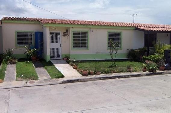 Casas En Venta En La Ensenada Yaritagua 20-2204