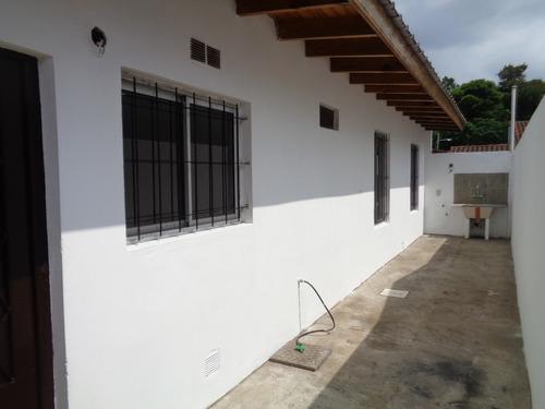 Alquiler De Departamento En Rafael Calzada 3 Amb.tipo Casa.