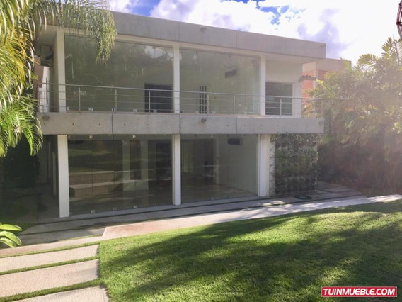 Amalia López, Vende Casas En El Country Club