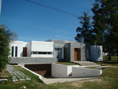 Beverly Hills- Ref: 2065