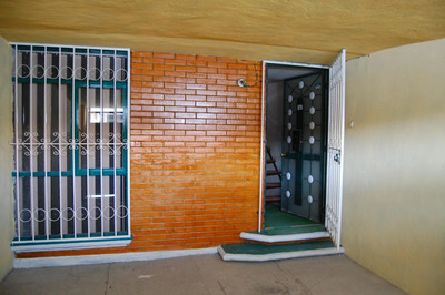 Bonita Casa Tipo Infonavit De Dos Pisos, Con Cochera Techada