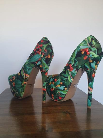 Zapatos Con Diseño Frutal. Con Plataforma Y Taco.