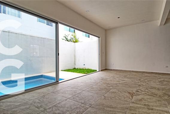 Casa En Venta En Cancun En Residencial Arbolada Con Alberca