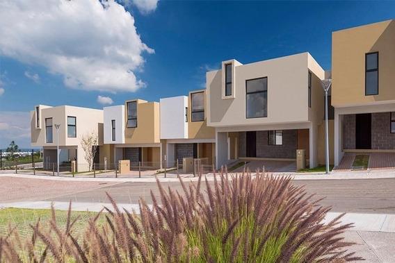 Se Vende Hermosa Casa En Zibata, 3 Recamaras, Una En Pb, Jardín, Alberca, Lujo