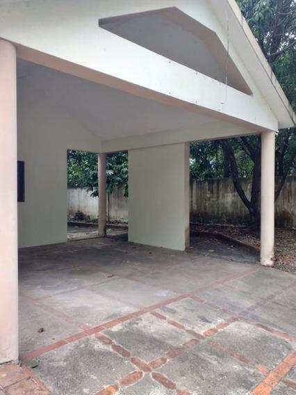 Casa En Alquiler En El Condado Con Patio Y 4 Parqueos