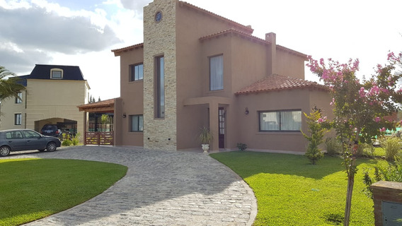 Casa En Venta Con Piscina, Principado Country Club Canning