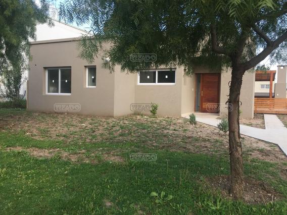 Casa En Venta Ubicado En Santa Guadalupe 120 , Pilar Del Este