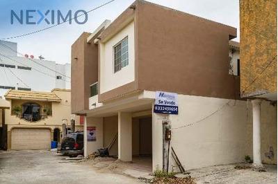 Casa A La Venta En Col. Universidad Poniente, Tampico