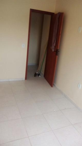 Duplex Com Sala, Cozinha Em Baixo, Quarto E Banheiro Em Cima