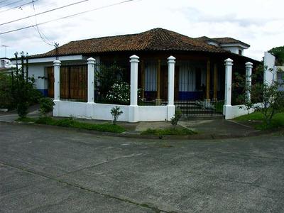 Casa En Alquiler, Urbanización Segura, Preferida Y Tranquila