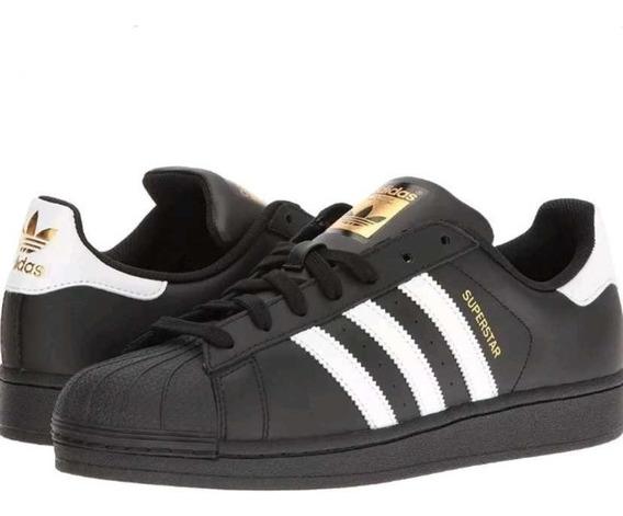 réplica de la bota adidas dorada