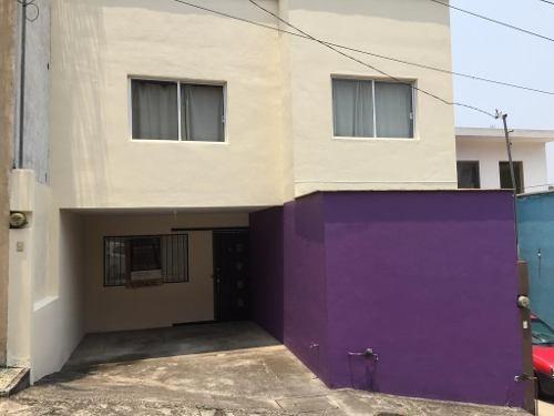 Vendo Casa En El Centro De La Ciudad. ¡ubicación Inmejorable, Tranquila Y Sin Ruido!