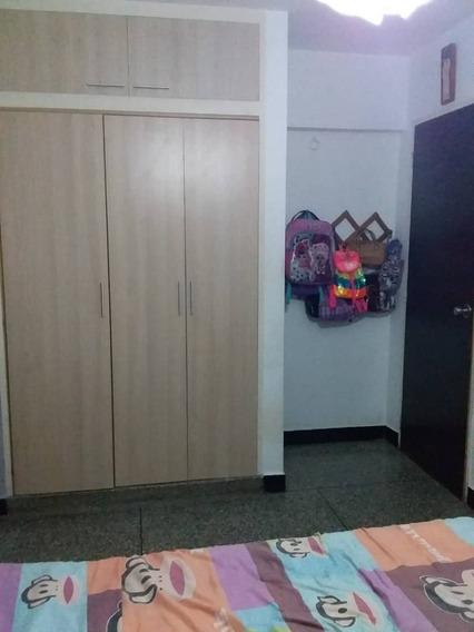 Lyl 2000 Vende Apartamento En Urb.. Camoruco (a)