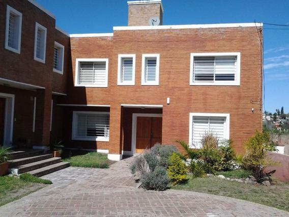 Casa En Venta De 3 Dormitorios En Housing. Barrio Valle Del Cerro. Excelente Vista Al Kempes