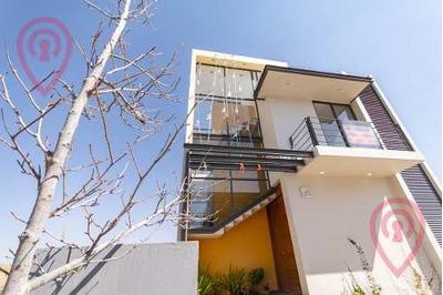 Casa Sola Residencial En Venta En Fraccionamiento Valle Imperial, Zapopan, Jalisco