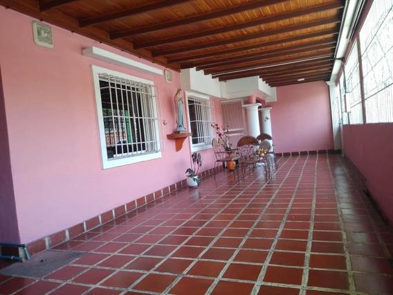 Bella Casa En Venta En Barquisimeto #20-206