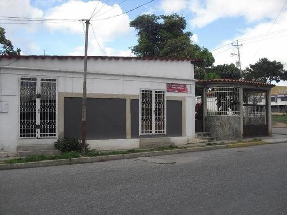 Casa En Venta Chucho Briceño Cabudare 20-5295