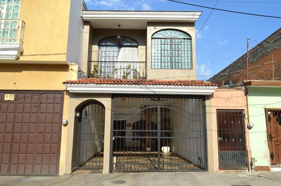 Casa En Perfecto Estado De Conservación En Oblatos En Gdl.