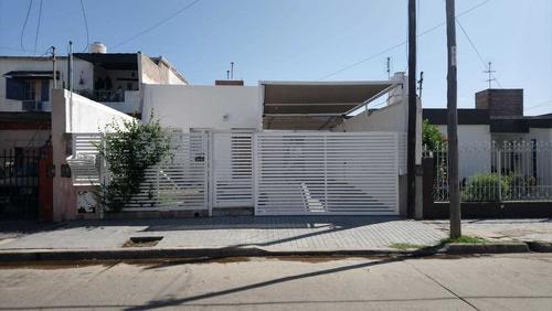 Casa En Venta  De 3 Dormitorios En Barrio Las Margaritas