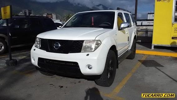 Nissan Pathfinder Le