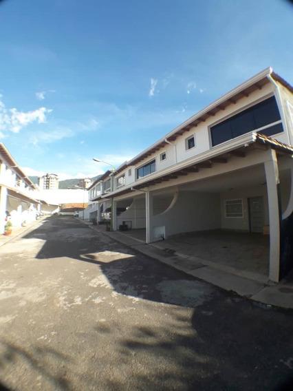 Se Vende Casa En La Urbanización El Portal De La Castellana