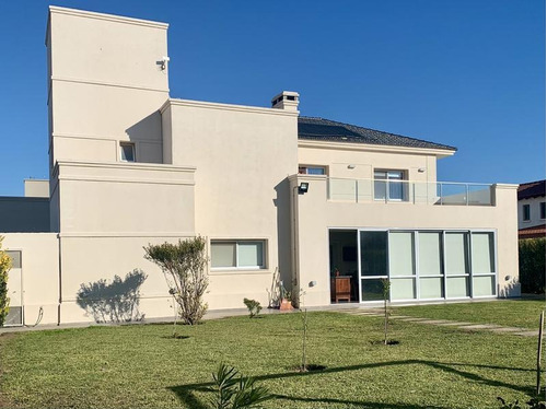 Imagen 1 de 30 de Casa De 4 Dormitorios En Venta En Siete Soles, Barrio Verandas. Con Pileta.