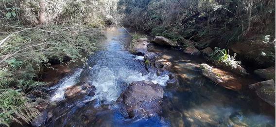 Sítio Em Baependi Sul De Minas , Beira Do Rio , Nascente No Terreno, Vista Maravilhosa , 300 Metros De Uma Cachoeira. - 979