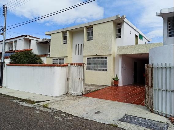 Casa-quinta Urb. Bajumbal