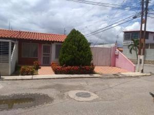 Casa En Venta En Barquisimeto Sta. Rosa, Al 20-4640