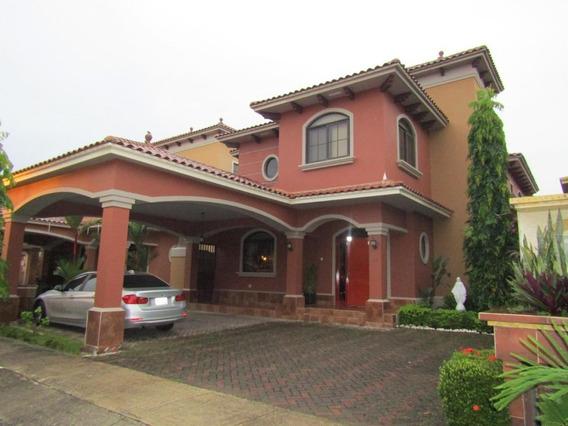 Casa En Venta En Costa Sur El Doral 19-10026hel**