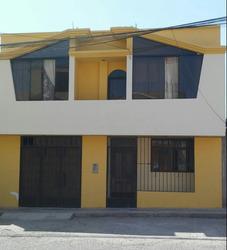 Linda Casa De Dos Pisos Lindos Acabados