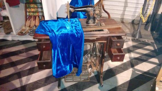 Máquina De Costura Antiga ,peça Rara Algumas Avarias A Serem