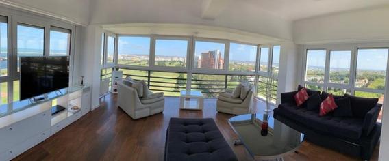Piso De Categoría Playa Grande 3 Dorm, Vista Mar Y Golf.