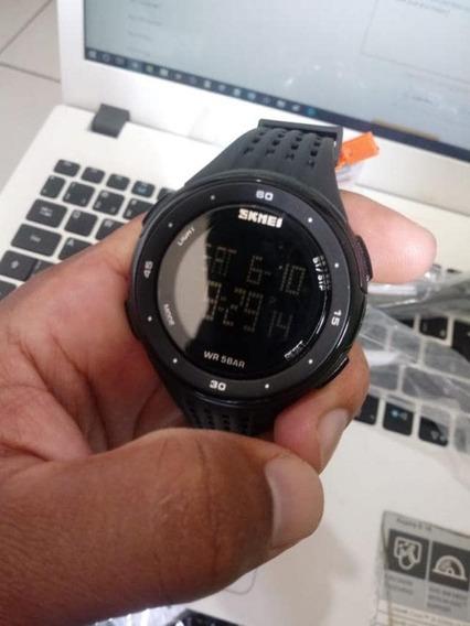 Relógio Cor Preta Digital Pulseira De Silicone Furadinha
