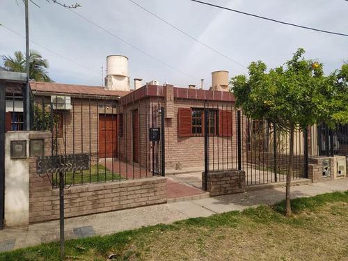 Imagen 1 de 23 de Casa 3 Dormitorios En Venta En Parque Los Molinos. Depto Al Fondo.  Con Escritura.
