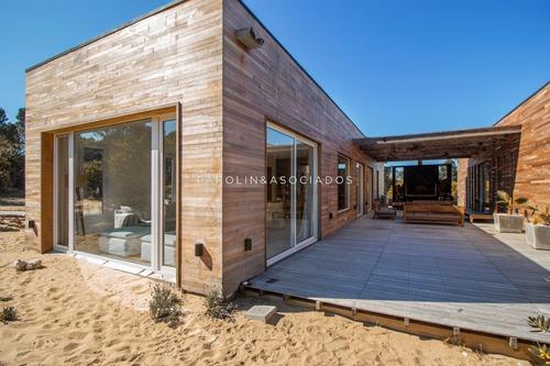 Hermosa Casa En Barrio Laguna Escondida- Ref: 3121
