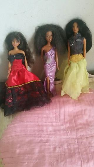 3 Bonecas Barbie .