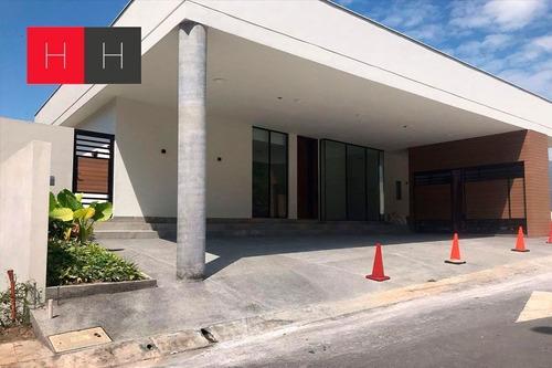 Imagen 1 de 18 de Casa En Venta Sierra Alta 9o. Sector, Carretera Nacional