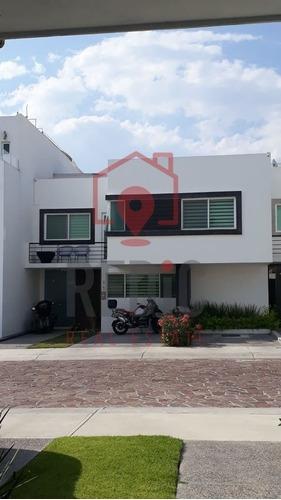 Casa De 3 Hab + Sala De Tv En Cañadas Del Lago, Corregidora
