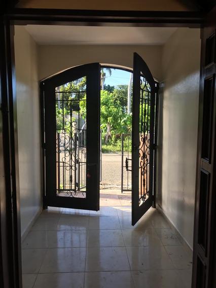 Casa En El Doral, Pto. Pta. N1002