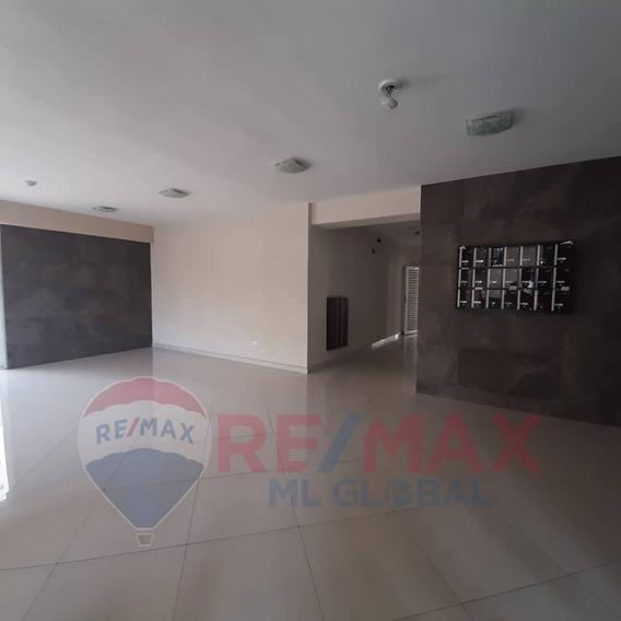Apartamento En El Bosque Las Delicias Cod. 421858