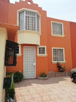 $1,600,000 Casa 2 Niveles En Claustros De San Miguel