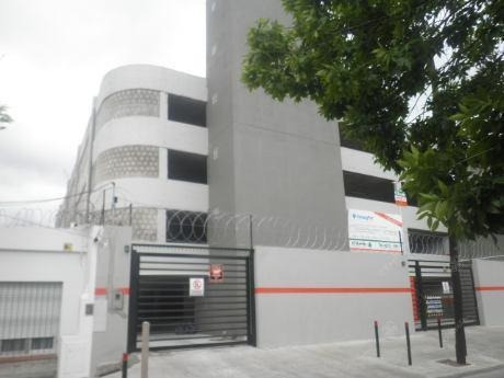 Alquiler O Venta Cochera Fija - Quilmes Centro