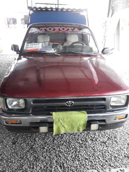 Toyota Hilux Camioneta 4x2