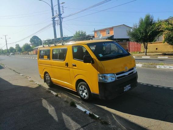Furgón Escolar Toyota Hiace 2014