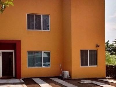 Hermosa Casa Tipo Residencial En Fraccionamiento La Higuera