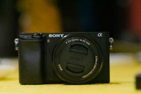 Sony A6300 + Lente 16-50mm + Bateria E Cartão
