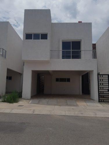 Casa En Fraccionamiento Privado, Nueva, Frente A Parque.